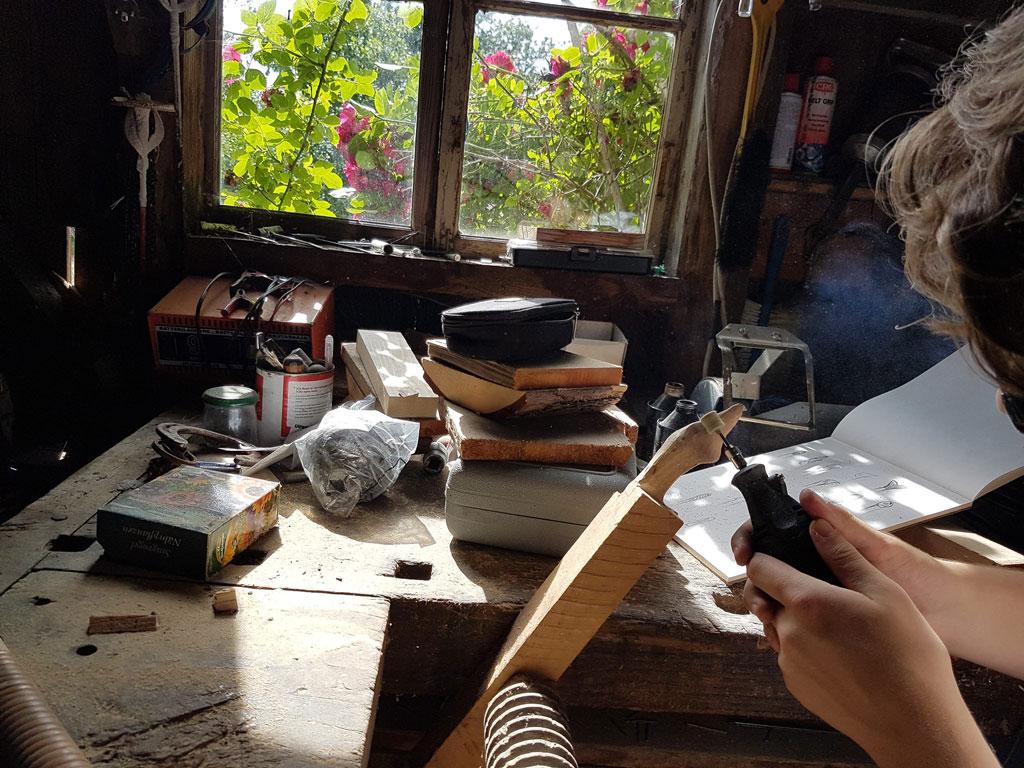 Holzarbeit mit einem Dremel